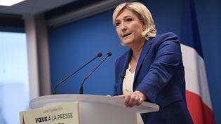La présidente du FN, Marine Le Pen, présente ses vœux à la presse, le 15 janvier 2018, au siège de son parti, à Nanterre (Hauts-de-Seine). (STEPHANE DE SAKUTIN / AFP)