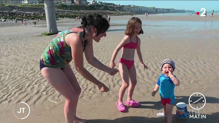 Des enfants à la plage. (France 2)