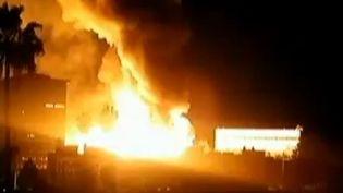Capture d'écran d'une vidéo montrant un incendie en plein coeur de Los Angeles, le 8 décembre. (UER)