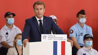 Le président de la République, Emmanuel Macron, lors du discours de clôture du Beauvau de la sécurité, le 14 septembre 2021, à Roubaix (Nord). (LUDOVIC MARIN / POOL / AFP)