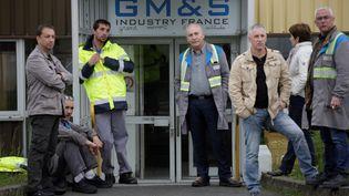 Des employés du sous-traitant automobile GM&S, à La Souterraine (Creuse), devant l'entrée de leur usine, le 11 mai 2017. (PASCAL LACHENAUD / AFP)