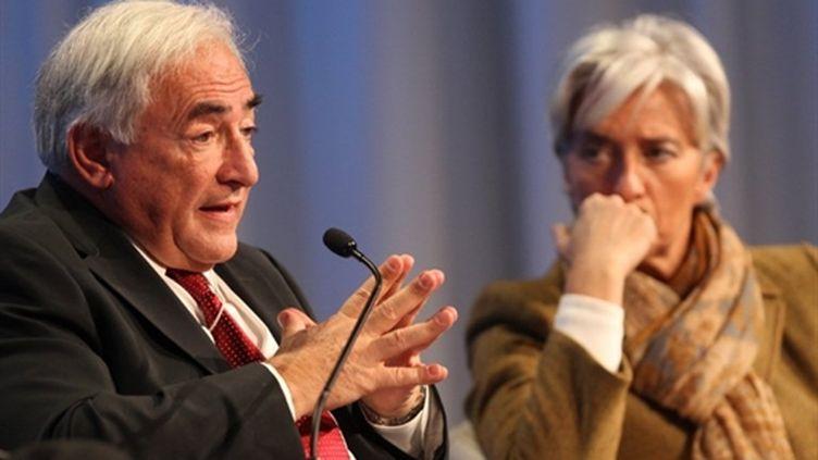 La ministre française de l'Economie Christine Lagarde et le patron du FMI, Dominique Strauss-Kahn à Davos (30/01/2010). (AFP/PIERRE VERDY)