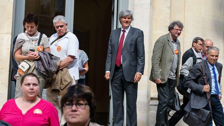 (Le ministre Stéphane Le Foll et la délégation CFDT à l'issue de la réunion © MAXPPP)