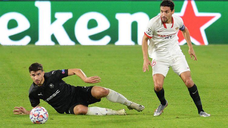 A l'image de Martin Terrier, au sol, les Rennais ont été dépassés par le FC Séville de Jesus Navas. (CRISTINA QUICLER / AFP)