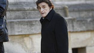Le chanteur Dick Rivers, aux obsèques du journaliste Philippe Gildas, au cimetière du Père-Lachaise, à Paris, le 5 novembre 2018. (GEOFFROY VAN DER HASSELT / AFP)