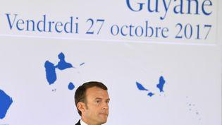 Emmanuel Macron durant une conférence de presse à Cayenne (Guyanne), le 27 octobre 2017. (ALAIN JOCARD / AFP)