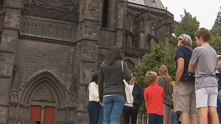 En matière de tourisme estival, l'Auvergne tire son épingle du jeu. Des journalistes de France 3 se sont rendus à Clermont-Ferrand dans le Puy-de-Dôme. (France 3)