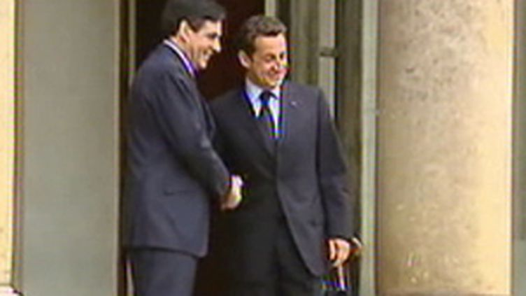 Nicolas Sarkozy et François Fillon à Matignon (© France)