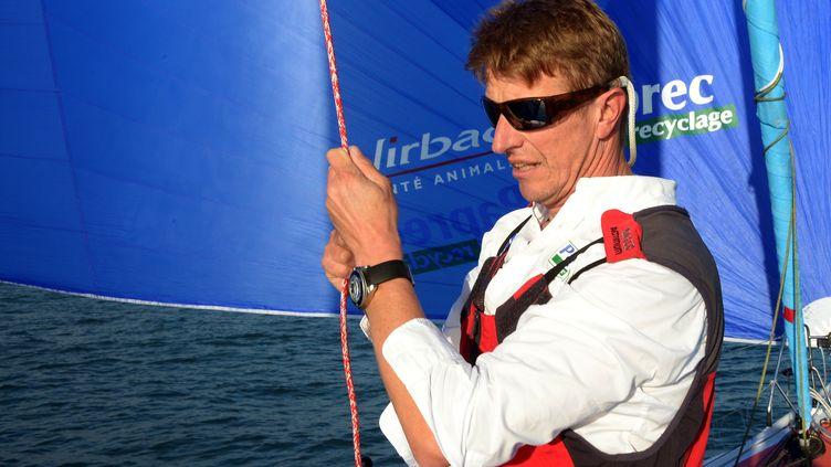 Le skipper Jean-Pierre Dick, le 7 novembre 2012 aux Sables-d'Olonne (Vendée). (DAMIEN MEYER / AFP)