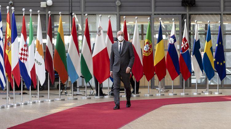 Le président du Conseil européen, Charles Michel, arrive pour un sommet exceptionnel le 24 mai 2021 à Bruxelles (Belgique). (THIERRY MONASSE / POOL / HANS LUCAS / AFP)