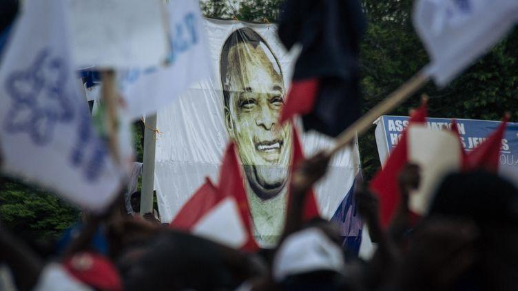Des supporters du président sortant DenisSassou-Nguesso, le 19 mars 2021 à Brazzaville (Congo-Brazzaville). (ALEXIS HUGUET / AFP)