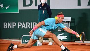 L'Espagnol Rafael Nadal en finale de Roland-Garros contre le Serbe Novak Djokovic, à Paris, le 11 octobre 2020. (ANNE-CHRISTINE POUJOULAT / AFP)