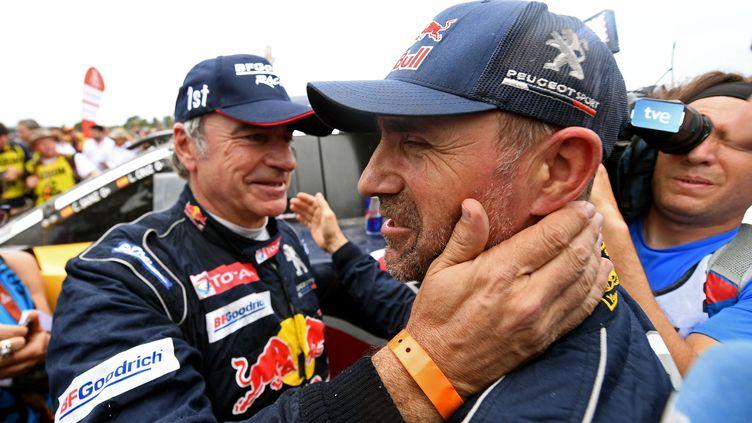 Carlos Sainz et Stéphane Peterhansel (Peugeot) (FRANCK FIFE / AFP)