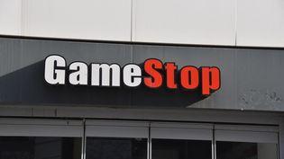 Une enseigne GameStop à Cologne en Allemagne, le 14 février 2021. (HORST GALUSCHKA / DPA / AFP)