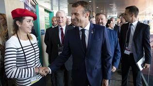 Emmanuel Macron, le 24 août à Biarritz (Pyrénées-Atlantiques). (IAN LANGSDON / AFP)