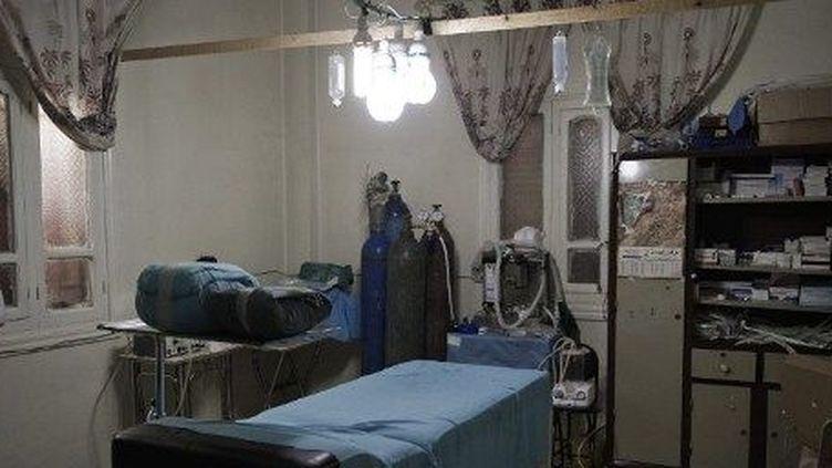Une salle d'opération aménagée dans une habitation, à Qusayr, le 27 février 2012. (AFP/GIANLUIGI GUERCIA)