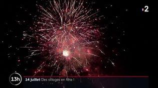 À Coulonges-sur-l'Autize (Deux-Sèvres), la fête était au rendez-vous pour le 14-Juillet. Feu d'artifice, retraite aux flambeaux... Comme un goût de la vie d'avant retrouvée. (FRANCE 2)