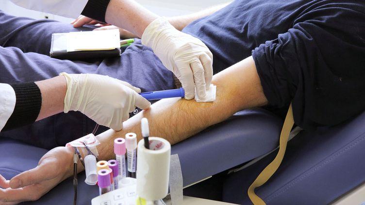 (Un gros manque de donneurs de sang © LODI FRANCK/SIPA)