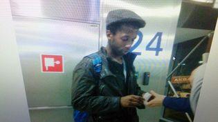 Capture d'écran d'une caméra de vidéosurveillancefilmant Moussa Coulibaly, l'agresseur présumé de trois militaires à Nice le 3 février, lors de son passage en Turquie, au début de l'année2015. (TURKISH PRIME MINISTER'S OFFICE / AFP)