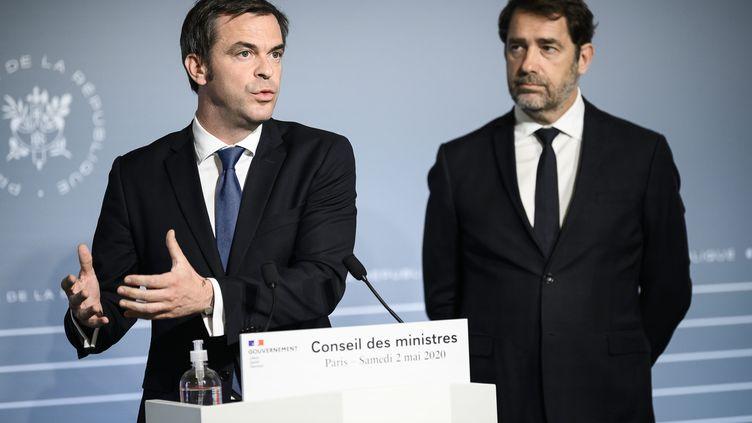 Le ministre de la Santé, Olivier Véran, et le ministre de l'Intérieur, Christophe Castaner, le 2 mai 2020 à L'Elysée (Paris). (ELIOT BLONDET  / MAXPPP)