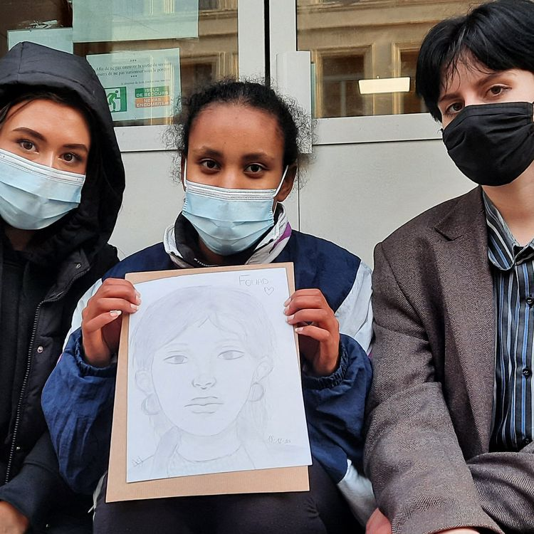 Louise, Anouk, Anabelle, 17 ans, en terminale au lycée Fénelon de Lille, et amies de Fouad. (BENJAMIN  ILLY / RADIO FRANCE)