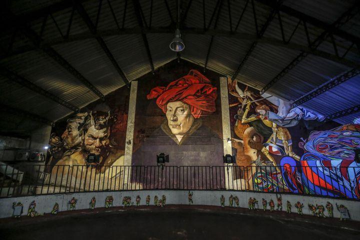 """UNe création de l'artiste Andrea Ravo Mattoni à Bruxelles en novembre 2018, à l'occasion de la manifestation """"Strokar Inside"""". (JULIEN WARNAND / EPA)"""