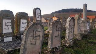 Des tombes profanées dans le cimetière de Westhoffen(Bas-Rhin), le 3 décembre 2019. (PREFECTURE DU BAS-RHIN)