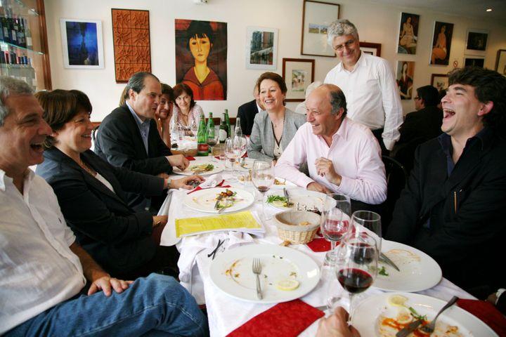 Un déjeuner rassemblant les socialistes Jean-Christophe Cambadélis, Martine Aubry, Claude Bartolone, Laurent Fabius et Arnaud Montebourg, le 1er juin 2008 à Paris. (MAXPPP)