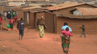 Une vue générale du camp de réfugiés de Dzaleka. Ouvert pour accueillir 10 000 habitants, il en contient cinq fois plus en 2021. (AMOS GUMULIRA / AFP)