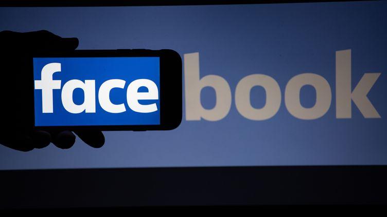 Une panne touche Facebook et ses applications, mardi 20 novembre 2018. (ALEXANDER POHL / NURPHOTO / AFP)