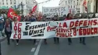 Les enseignants descendent dans la rue pour dénoncer les suppressions de postes dans l'Éducation nationale. Des manifestations ont eu lieu lundi 12 novembre au matin dans plusieurs villes, avant le cortège national à Paris. (FRANCE 3)