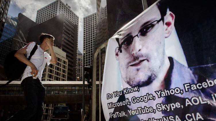 Une affiche de soutien à Edward Snowden à Hong Kong, le 18 juin 2013. (PHILIPPE LOPEZ / AFP)