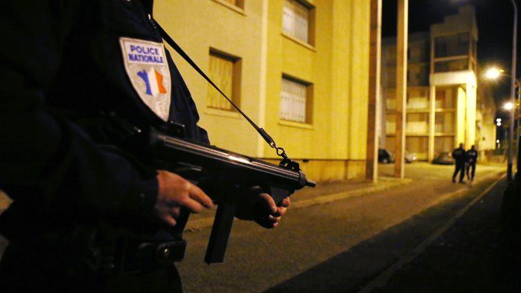 Une perquisition menée à Carcassonne (Aude), le 20 novembre 2015. (MAXPPP)