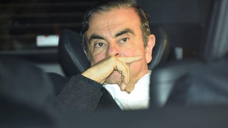 L'ancien PDG de Renault-Nissan Carlos Ghosn quitte le bureau de son avocat à Tokyo, le 6 mars 2019. (KAZUHIRO NOGI / AFP)