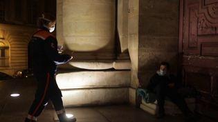 Le plan grand froid est activé dans le Nord et le Pas-de-Calais pour héberger les sans-abri.À Paris, des bénévoles de la protection civile parcourent les rues à leur rencontre pour leur proposer un toit, mais surtout établir le contact. (France 3)