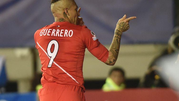 Guerrero et les Péruviens joueront leur place en finale ce soir face aux Chiliens. (YURI CORTEZ / AFP)
