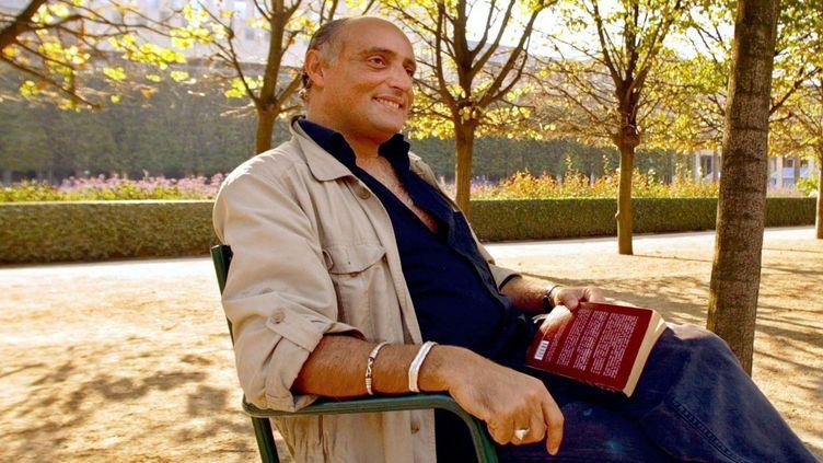 Le comédien et metteur en scène Daniel Mesguich, le 17 septembre 2003 dans un parc à Paris.  (JEAN-PIERRE MULLER/ AFP)
