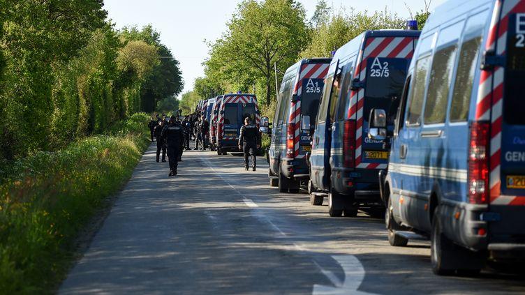 Les fourgons de CRS déployés sur la ZAD de Notre-Dame-des-Landes, le 18 mai. (GUILLAUME SOUVANT / AFP)