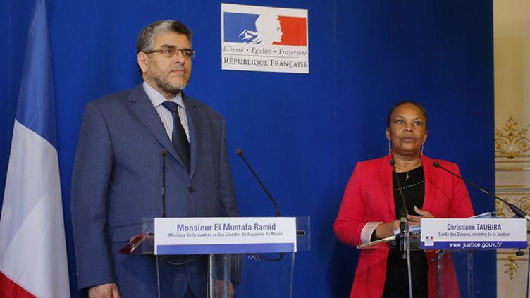 (Les ministres de la Justice de la France et du Maroc, ici réunis fin 2013, ont acté le retour de la coopération judiciaire entre les deux pays © MaxPPP)