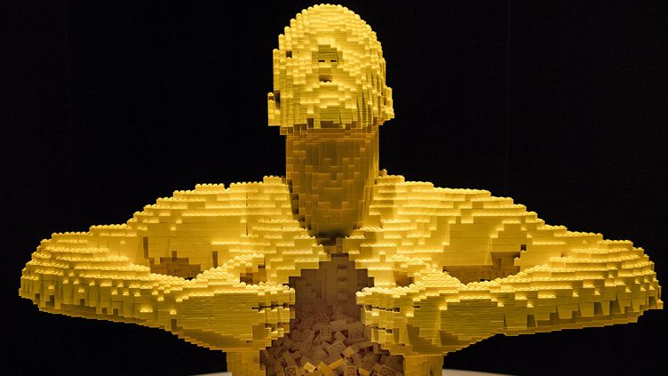 The Art of the Brick - Yellow - Nathan Sawaya  (Robin Kim)