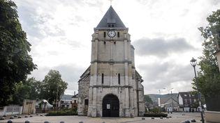 L'église deSaint-Etienne-du-Rouvray (Seine-Maritime), où a été assassiné le père Jacques Hamel, le 26 juillet 2016. (SAMEER AL-DOUMY / AFP)