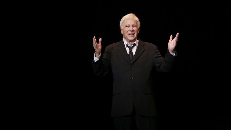 Guy Bedos fait ses adieux au one-man-show sur la scène de l'Olympia le 23 décembre 2013 (FRANCOIS GUILLOT / AFP)