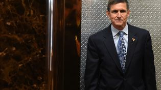 Michael Flynn arrive à la Trump Tower pour assister à une réunion, le 4 janvier 2017 à New York (Etats-Unis). (TIMOTHY A. CLARY / AFP)