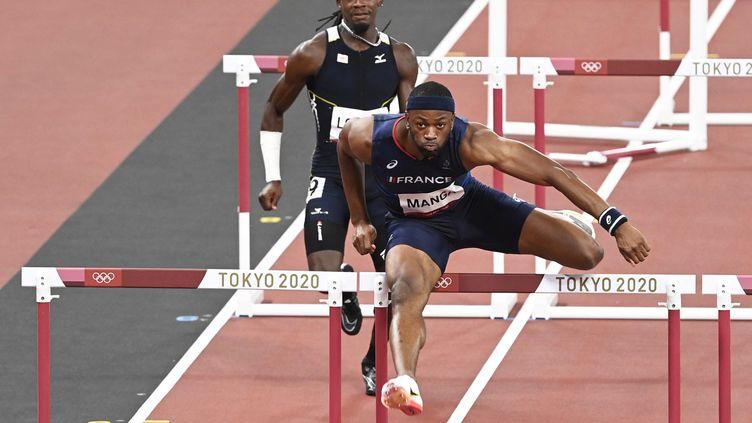 Aurel Manga (ici le 3 août 2021) a égalé son record personnel sur 110 m haies à l'occasion de ces JO. (HERVIO JEAN-MARIE / KMSP / AFP)