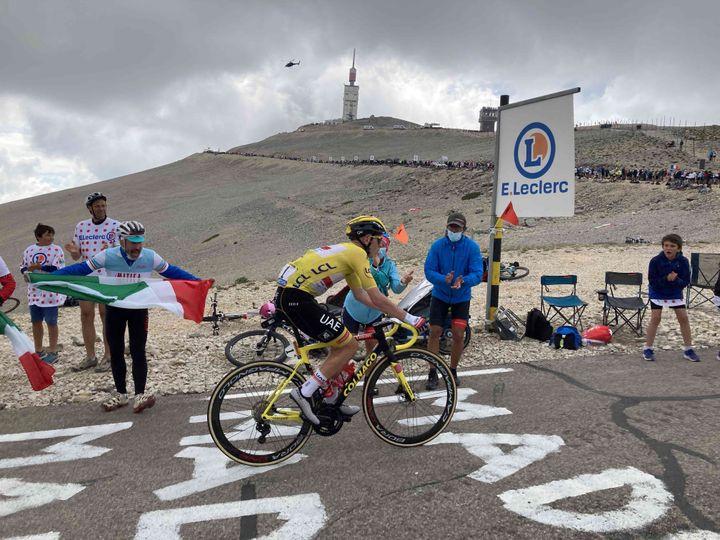 Tadej Pogacar dans la deuxième ascension du Ventoux lors de la 11e étape du Tour de France 2021, le 7 juillet. (AH)