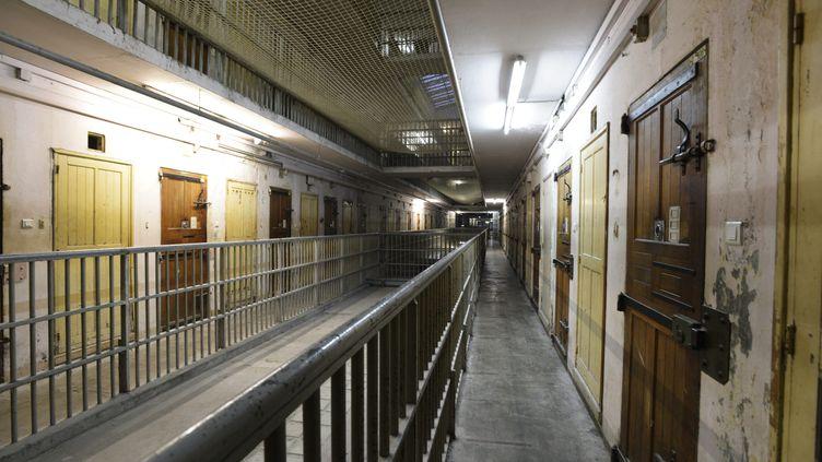 Visite de la prison des Baumettes, à Marseille (Bouches-du-Rhône), à lasuite de travaux engagés dans la rénovation des cellules et de plusieurs parties communes, le 5 janvier 2013. (MAXPPP)