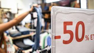 """Le bilan des soldes d'été 2020 satisfait """"50% des commerçants indépendants multi-marques"""", selonla Fédération nationale de l'habillement(photo d'illustration). (PIERRE DESTRADE/JOURNAL DU CENTRE/MAXPPP)"""