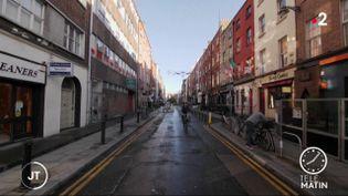Dans les rues de Dublin (Irlande), déserts en raison du reconfinement. (France 2)