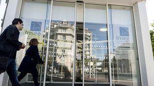 L'entrée de l'Institut national de la statistique et des études économiques (Insee) à Montrouge (Hauts-de-Seine), le 14 juin 2019. (AURORE MESENGE / AFP)