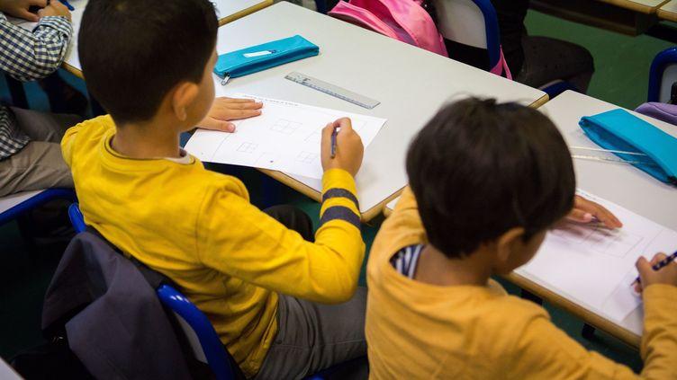 Lesévaluationsen CP et CE1 voulues par le ministère l'Education nationalesuscitent les critiques des syndicats d'enseignants (Photo d'illustration). (JEAN NICHOLAS GUILLO / MAXPPP)